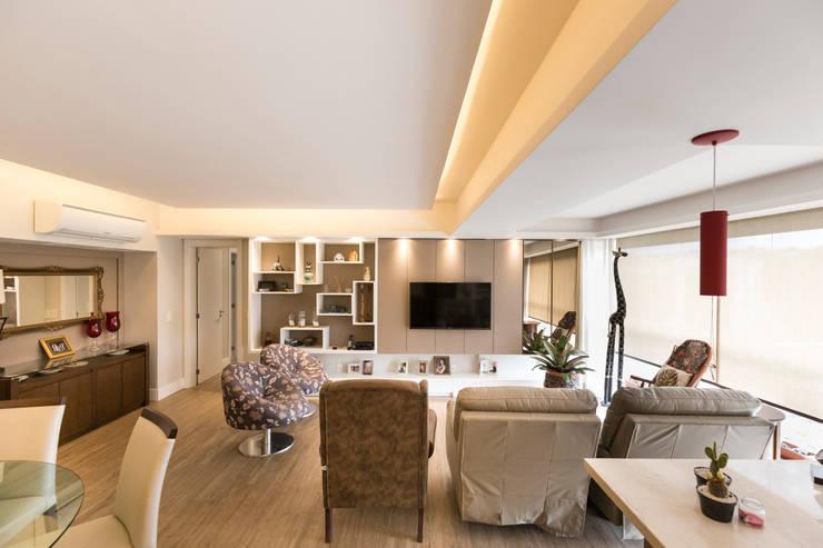 ECP | Estar: Salas de estar minimalistas por Kali Arquitetura