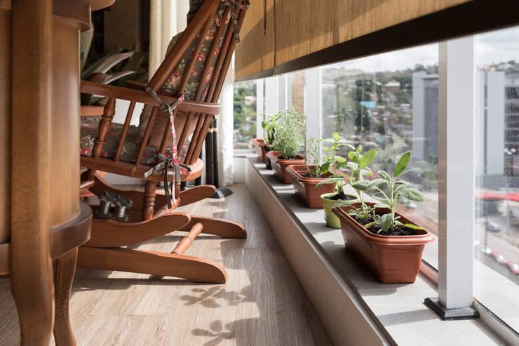 ECP | Estar: Jardins  por Kali Arquitetura