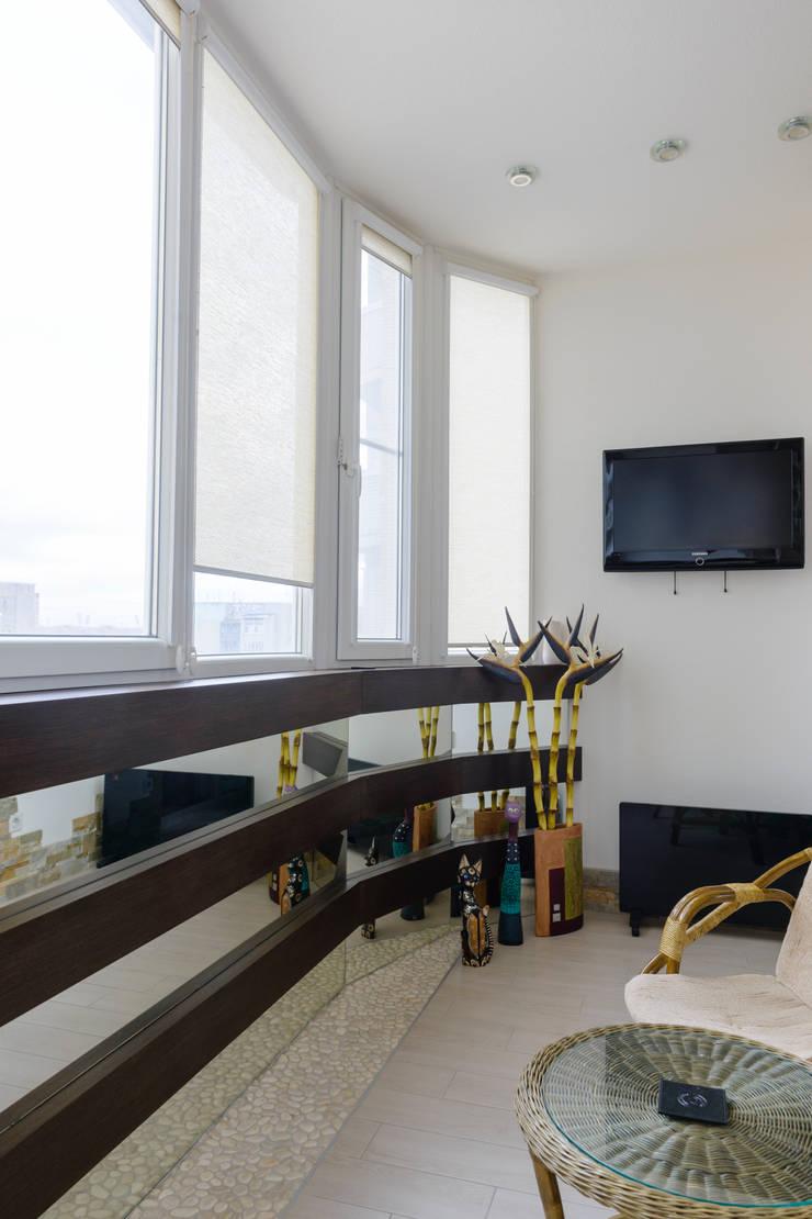 балкон для отдыха.: Tерраса в . Автор –  Яна Васильева. дизайн-бюро ya.va, Средиземноморский МДФ