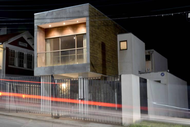 Casa Las Encinas 73, Coronel: Casas de estilo  por Sociedad Castillo Arquitectos Ltda.