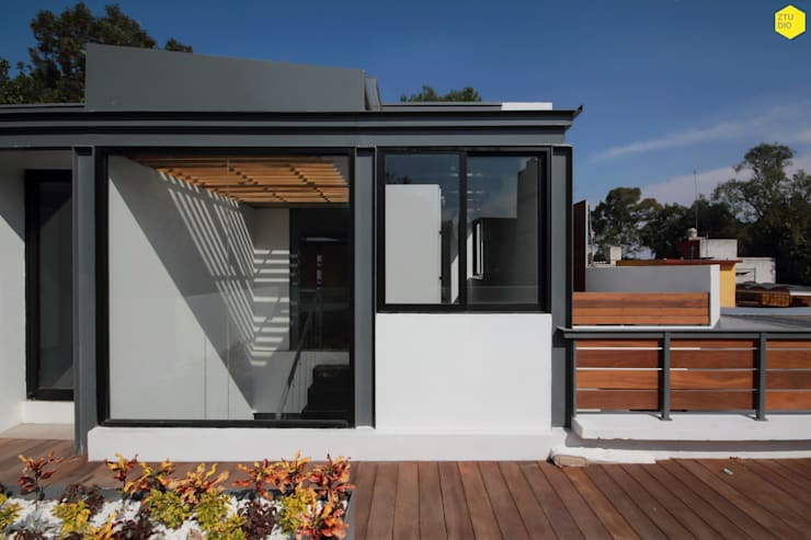Terraza principal : Estudios y oficinas de estilo  por ZTUDIO-ARQUITECTURA