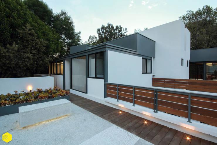 Terraza 1: Estudios y oficinas de estilo  por ZTUDIO-ARQUITECTURA
