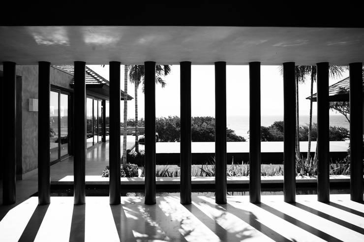 Fotografía de arquitectura – Villa Siriyana, Punta Mita, Nayarit: Albercas de estilo  por Arcencielstudio
