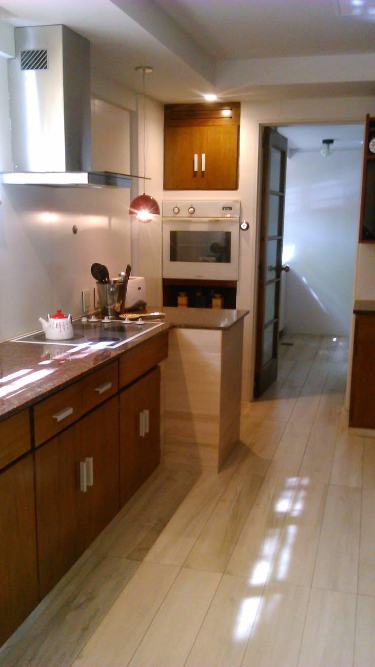 Vivienda particular- remodelacion Cocina:  de estilo  por Estudio Dossier Interior