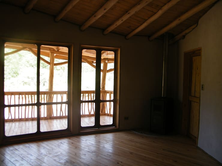 Casa Sol en Rari: Dormitorios de estilo  por Secrea