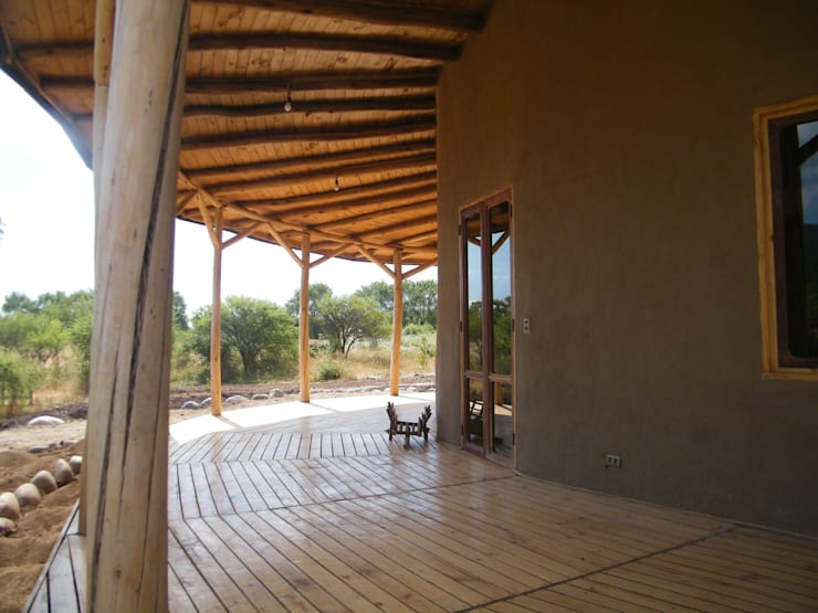 Casa Sol en Rari: Casas de estilo  por Secrea