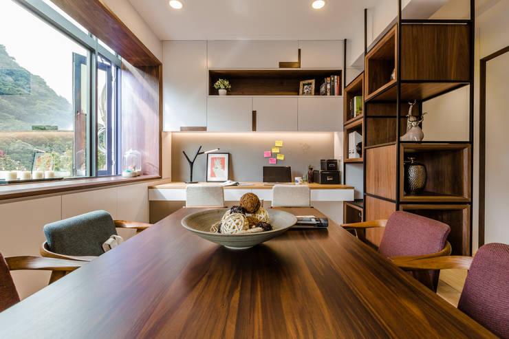 盛裝蓊鬱 :  餐廳 by 爾聲空間設計有限公司