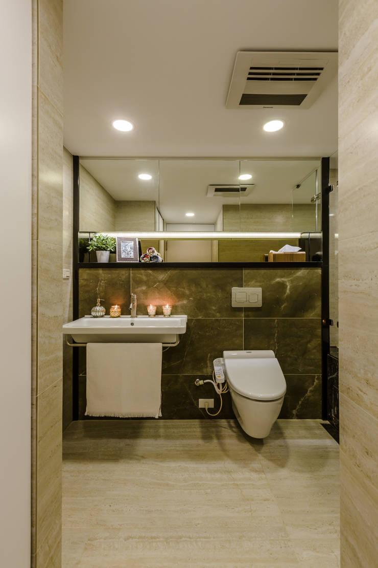 盛裝蓊鬱 :  浴室 by 爾聲空間設計有限公司
