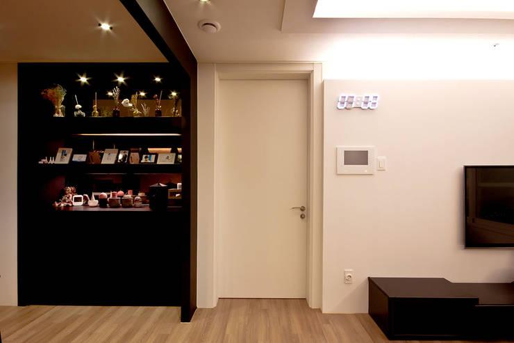 전주인테리어 디자인투플라이 프로젝트 - 고급스러운 다이닝 공간 활용: 디자인투플라이의  거실