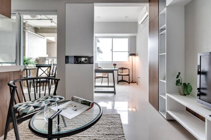 微型日光宅/C Residence Treasure Apartment:  書房/辦公室 by 爾聲空間設計有限公司