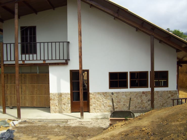 Vivienda Unifamiliar : Casas de estilo  por Construexpress