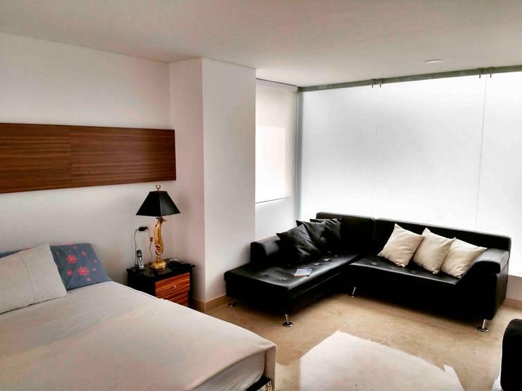 Vivienda unifamiliar-privada: Habitaciones de estilo  por Le.tengo Arquitectos, Moderno