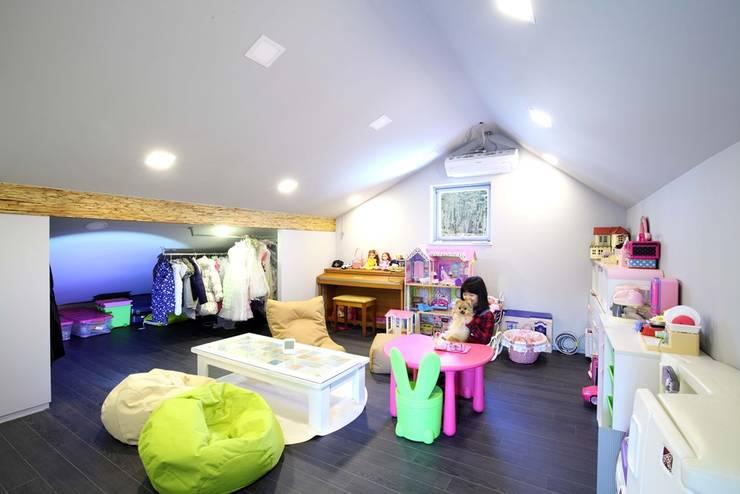 수하우징 프로젝트 B: 수하우징의  거실,모던