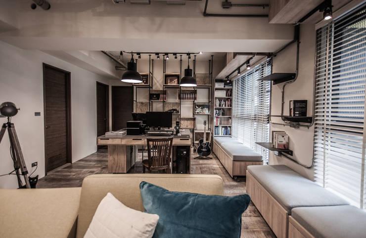 竹東 PC House:  書房/辦公室 by 丰墨設計 | Formo design studio