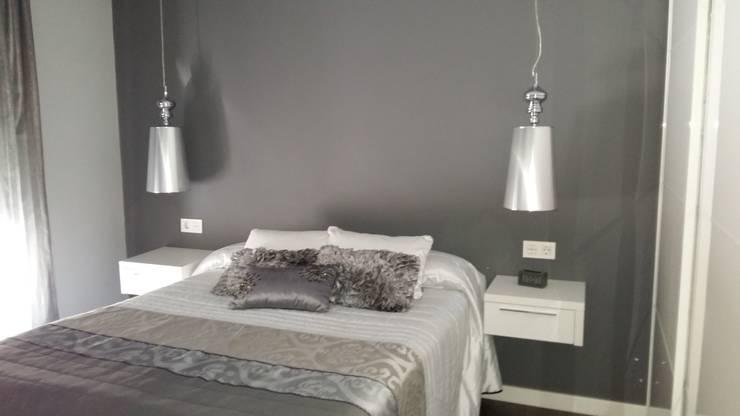 Dormitorio Principal: Recámaras de estilo  por Ana Benítez Estudio de Interiorismo