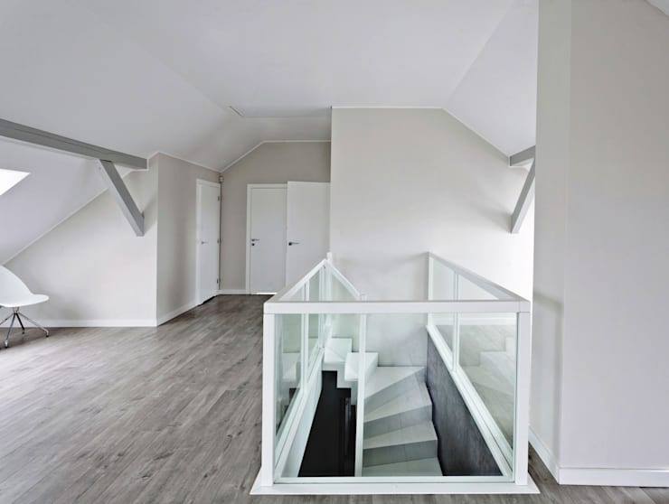 Corridor & hallway by lifestyle-treppen.de, Modern Wood Wood effect