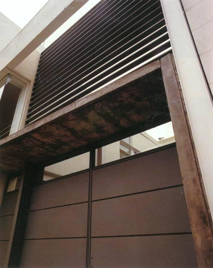 Casa Ocampo: Casas de estilo  por costa & valenzuela