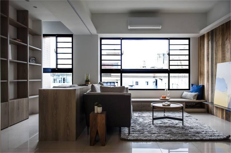 自在生活:  書房/辦公室 by 木皆空間設計