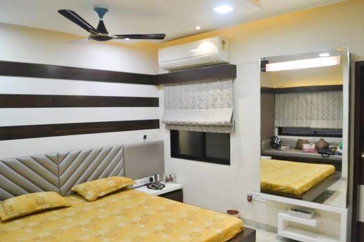 Residence of Mr Mukesh Shah:  Bedroom by Sanchi Shah