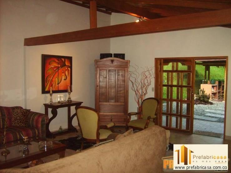 ห้องนั่งเล่น by PREFABRICASA