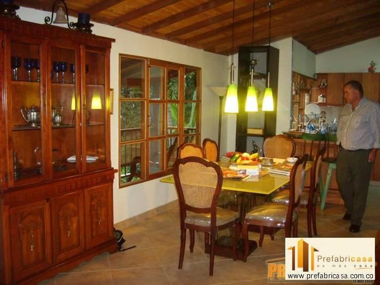 Dining room by PREFABRICASA