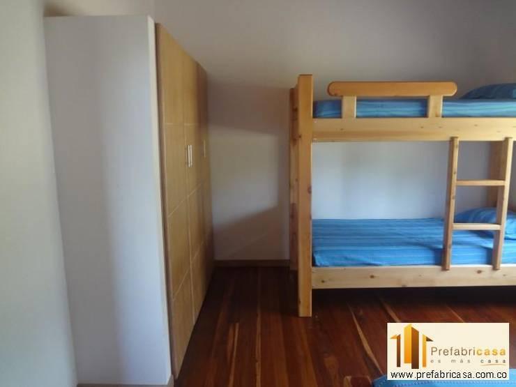 Casa Prefabricada en Bogota: Dormitorios de estilo  por PREFABRICASA