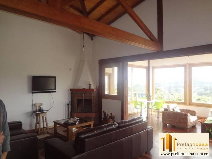 Salas de estilo rural por PREFABRICASA