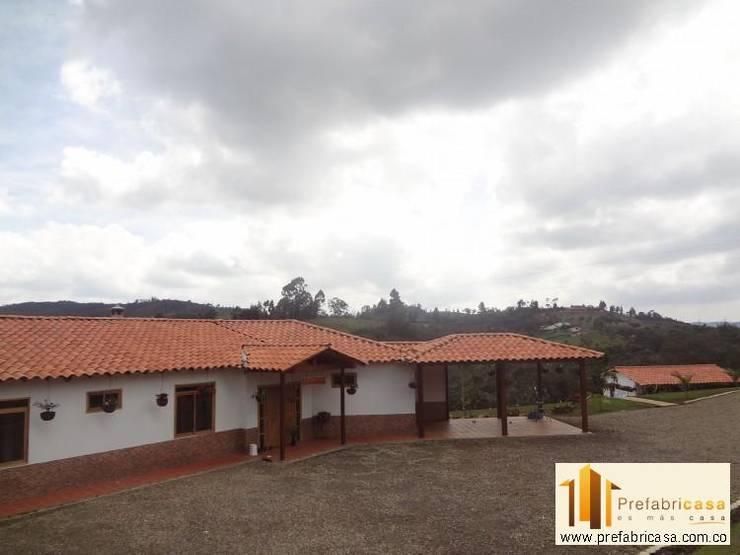 Casa Prefabricada en Bogota: Casas de estilo  por PREFABRICASA