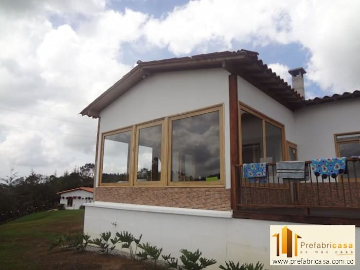 Casas de estilo clásico por PREFABRICASA