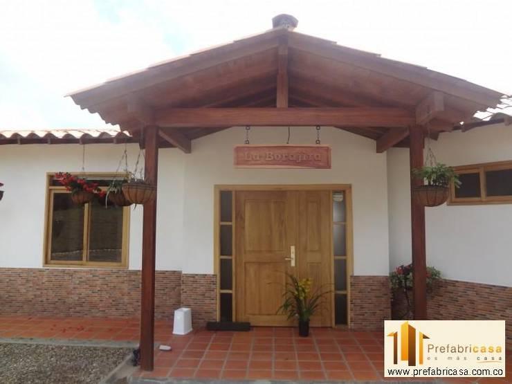 Casas de estilo topical por PREFABRICASA