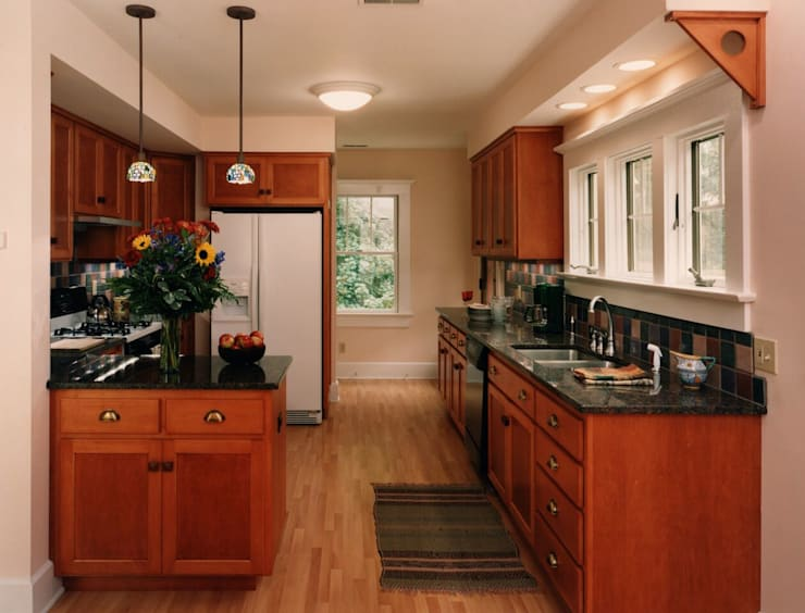 Craftsman Kitchen:  Kitchen by New Leaf Home Design