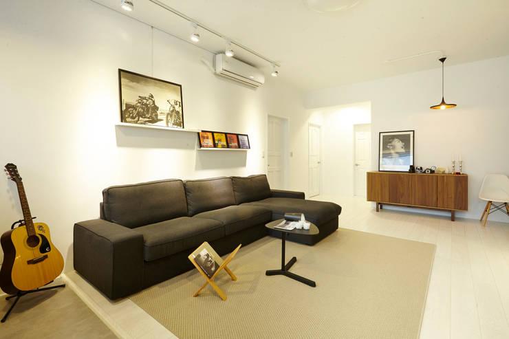 ห้องนั่งเล่น โดย 双設計建築室內總研所, อินดัสเตรียล