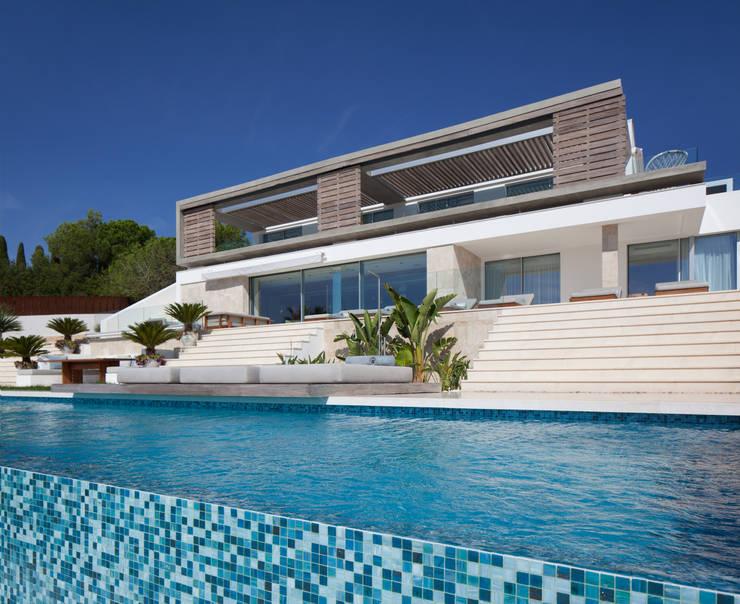 Roca Llisa:  Pool by ARRCC
