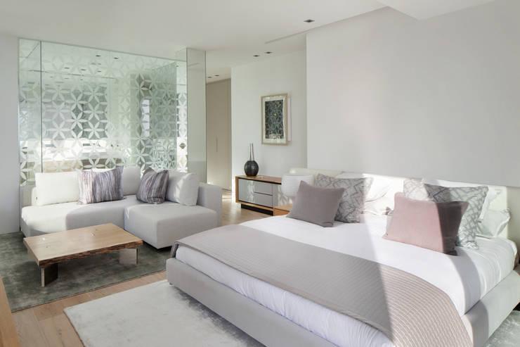 Roca Llisa:  Bedroom by ARRCC