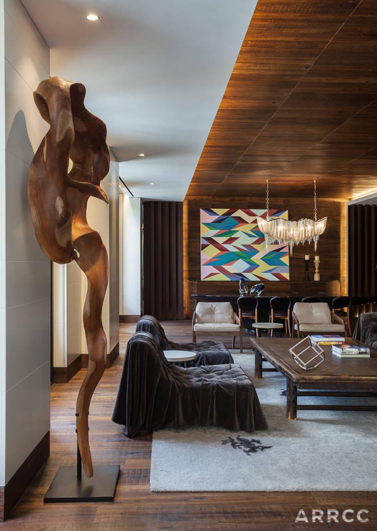 Barcelona Apartment:  Living room by ARRCC