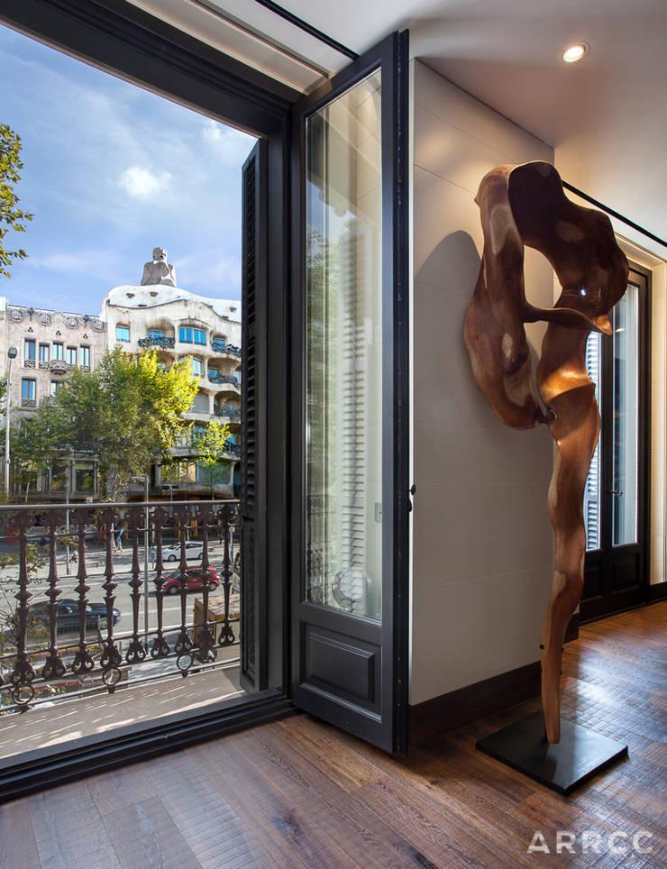 Barcelona Apartment:  Walls by ARRCC