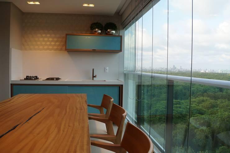 Varandas: Terraços  por Ju Nejaim Arquitetura,