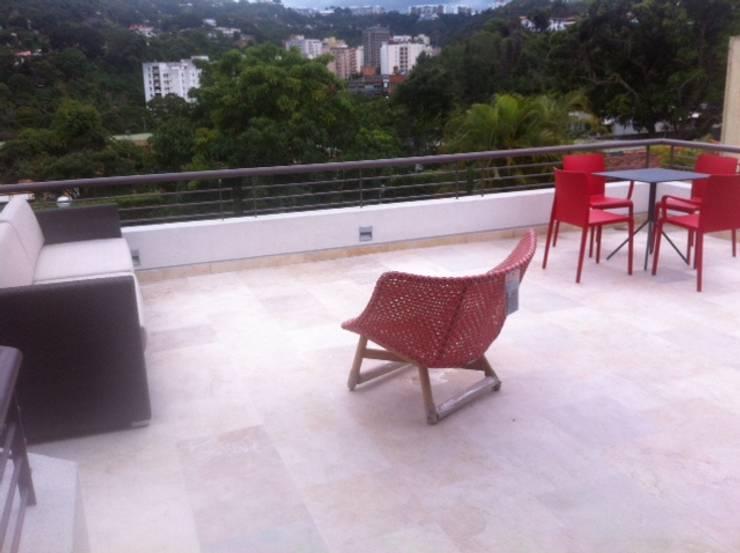 Terraza Cafetal: Terrazas de estilo  por THE muebles