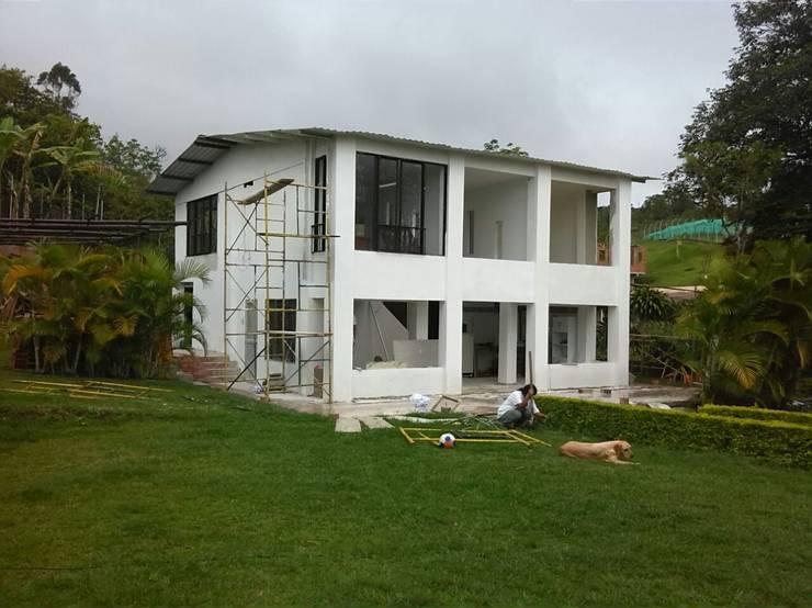 Finca La Arboleda: Casas de estilo  por EcoDESING S.A.S DISEÑO DE ESPACIOS CON INGENIO