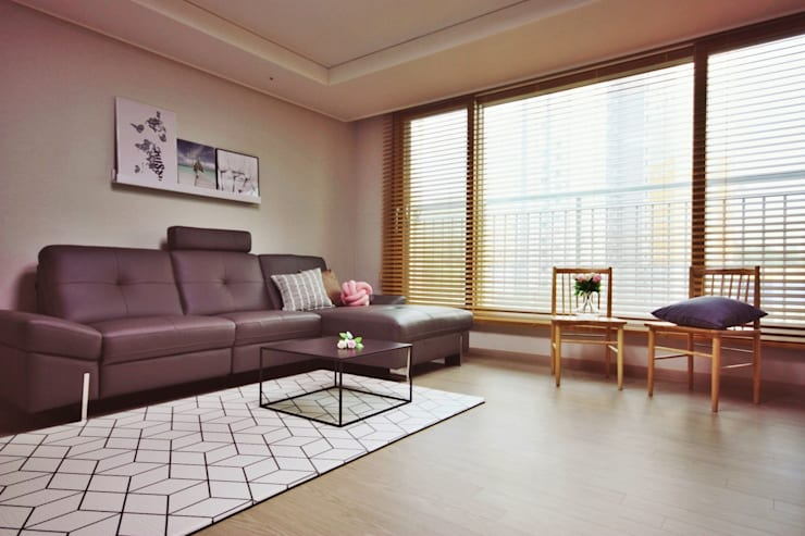 [홈라떼] 동탄 34평 새아파트 홈스타일링 - 거실: homelatte의  거실
