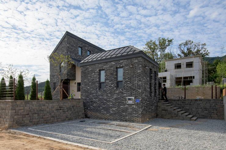 Houses by 건축사사무소 재귀당