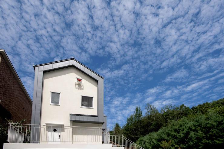 외부전경2: 건축사사무소 재귀당의  복도 & 현관