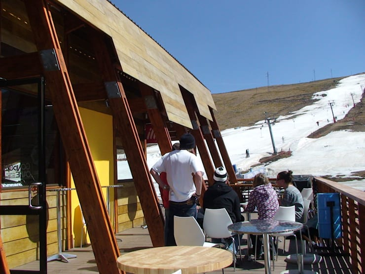 GONDOLA CAFE:  Bars & clubs by Architects Of Justice, Modern