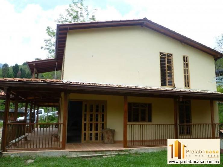 Casas de estilo moderno por PREFABRICASA