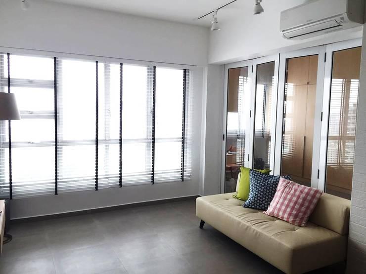 Living area:  Living room by Singapore Carpentry Pte Ltd,Scandinavian