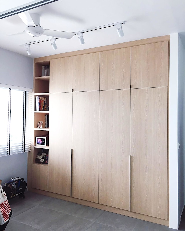 Full height wardrobe with open cabinet: scandinavian Dressing room by Singapore Carpentry Pte Ltd