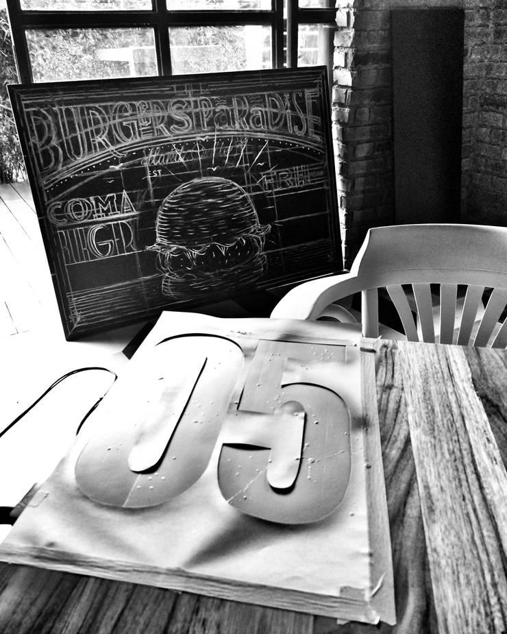 CHEF BURGER: Espacios comerciales de estilo  por FABIAN PEREZ ARQUITECTO, Ecléctico Ladrillos