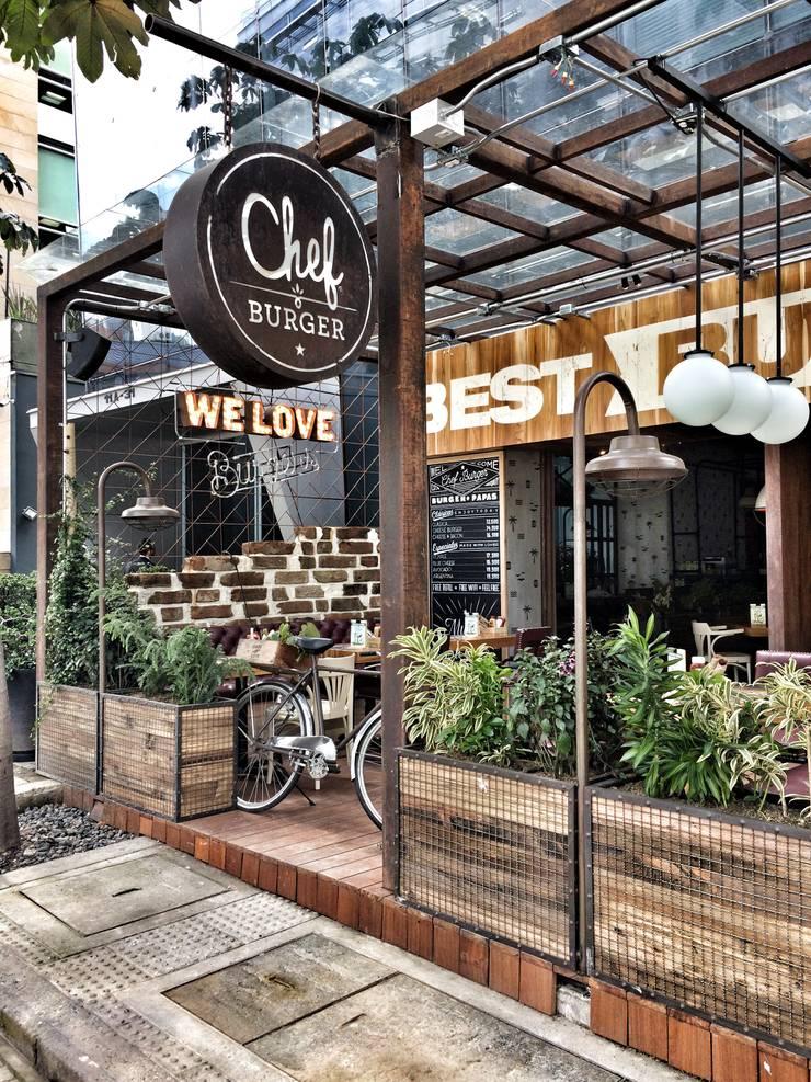 CHEF BURGER: Locales gastronómicos de estilo  por FABIAN PEREZ ARQUITECTO, Ecléctico Hierro/Acero
