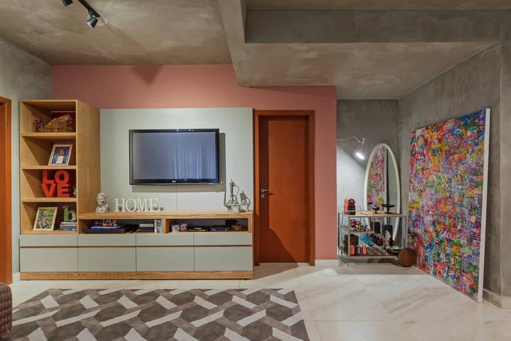 客廳 by Jacqueline Ortega Design de Ambientes