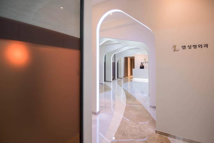 입구: 건축사사무소 재귀당의  서재 & 사무실